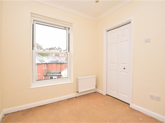 1 bed top floor converted flat in Dorking