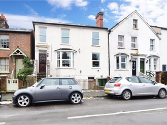 1 bedroom top floor converted flat in Dorking