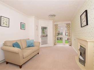 1 bed ground floor retirement flat in Leatherhead