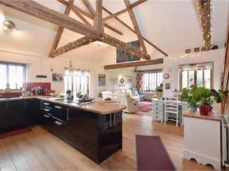 2 bed barn conversion in Tangmere, Chichester