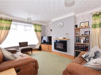 3 bed chalet bungalow in Waterlooville