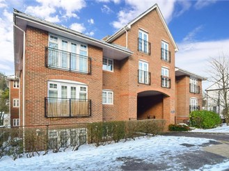 2 bed top floor flat in Caterham