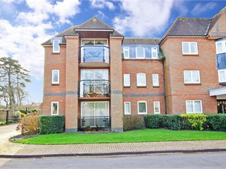 2 bed first floor flat in Chichester
