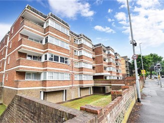 2 bed third floor apartment in Hove