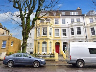 2 bedroom first floor converted flat in Hove