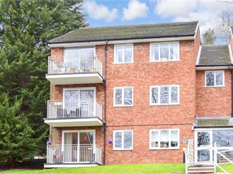 2 bed second floor apartment in Whyteleafe