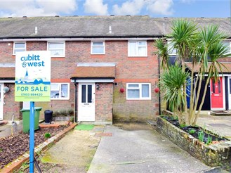 3 bed terraced house in Arundel