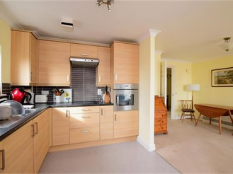2 bed fourth floor flat in Brighton