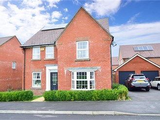 4 bed detached house in Clanfield
