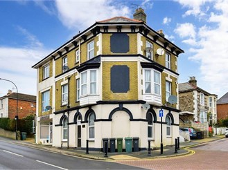 1 bed basement flat in Ryde