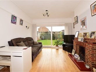 5 bed semi-detached house in Wallington