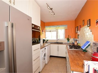 2 bed terraced house in Cranleigh
