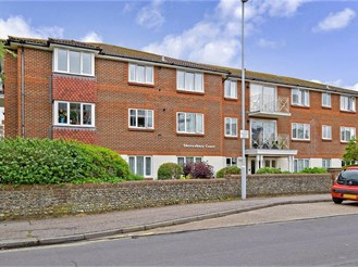 2 bed top floor apartment in Worthing