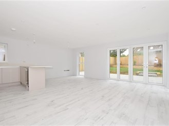 4 bed detached house in Pound Hill, Crawley