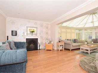 5 bed detached house in Horley
