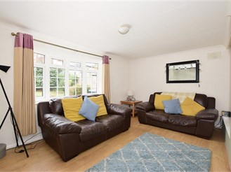 3 bed semi-detached house in East Grinstead