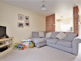 2 bed terraced house in Crawley