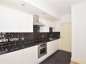 1 bed top floor flat in Dorking