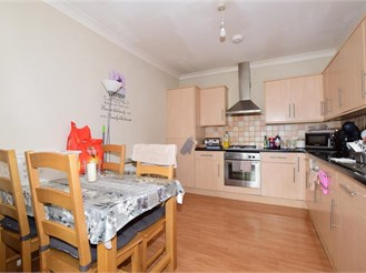 2 bed first floor converted flat in Purley