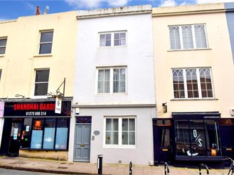4 bed terraced house in Brighton