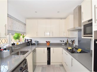 2 bed terraced house in Ifield West, Crawley
