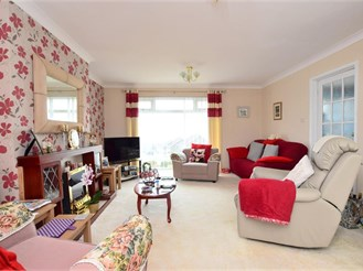 2 bed detached bungalow in Woodingdean, Brighton