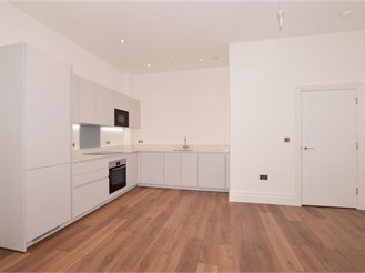 2 bed fourth floor apartment in Purley
