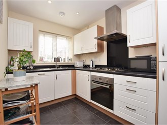 2 bed end of terrace house in Faygate, Horsham