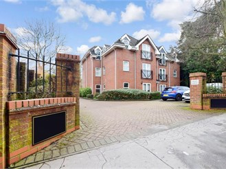 2 bed second floor flat in Purley