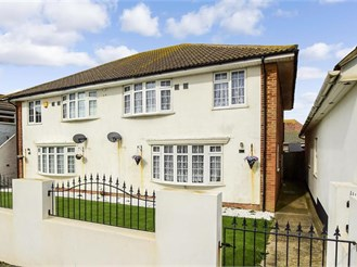 4 bed semi-detached house in Peacehaven