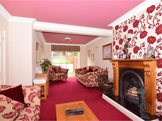 4 bed semi-detached house in Istead Rise