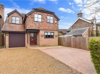 4 bed detached house in Smallfield