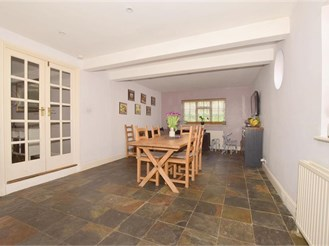 5 bed detached house in Cranleigh