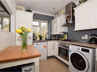 1 bed first floor maisonette in Lower Kingswood, Tadworth