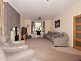 4 bed detached house in Horley