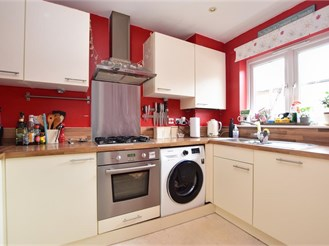 2 bed terraced house in Redhill