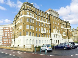 3 bed fourth floor flat in Hove