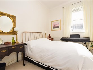 1 bed first floor apartment in Dorking
