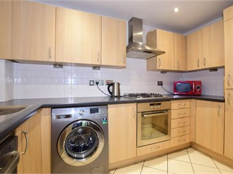 2 bed first floor flat in Leatherhead