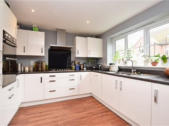 6 bed detached house in Horley