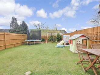 4 bed terraced house in Havant