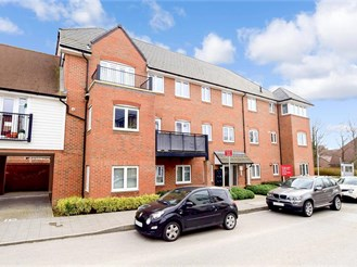 2 bed top floor flat in Faygate, Horsham