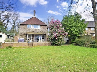4 bed detached house in East Grinstead
