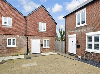 2 bed end of terrace house in Horley