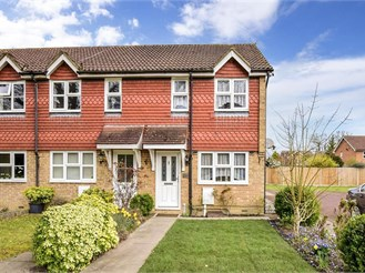 2 bed end of terrace house in Smallfield, Horley