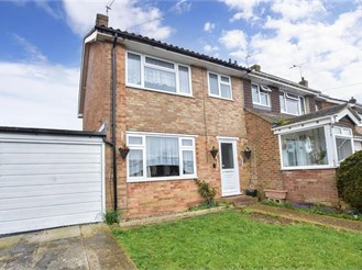 3 bed semi-detached house in Uckfield