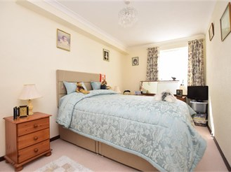 1 bed ground floor retirement flat in East Grinstead