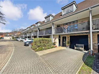 3 bed town house in East Grinstead