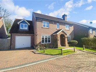 4 bed detached house in Merstham, Redhill