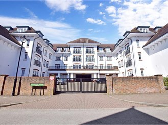 2 bed first floor apartment in Haywards Heath